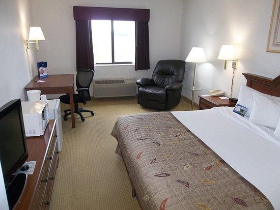 Marshfield, Висконсин: Standard 1 King Bed Room