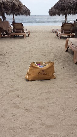 Nuevo Vallarta Beach: Infamous Casa Velas travel bag on NV beach