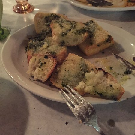 Lo Grasso's Cafe Bistro: the pesto garlic bread that tasted re-heated