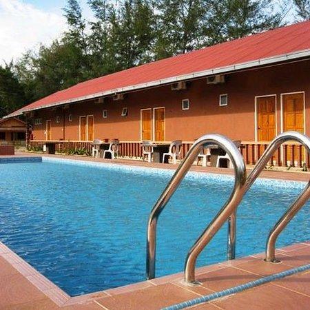 Pool - Picture of Cempaka Beach Resort, Kuantan - Tripadvisor