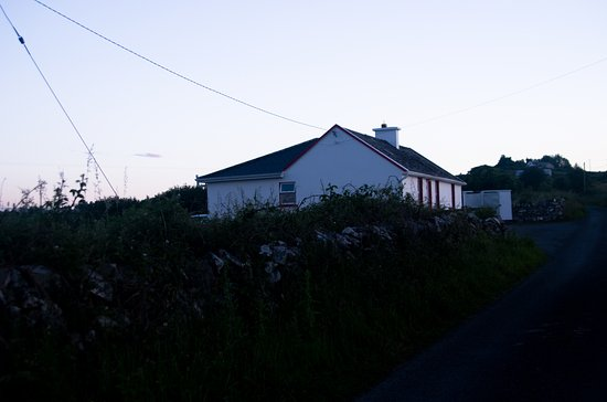 Kilfenora, Irland: Green Meadows Cottage just off the small road.