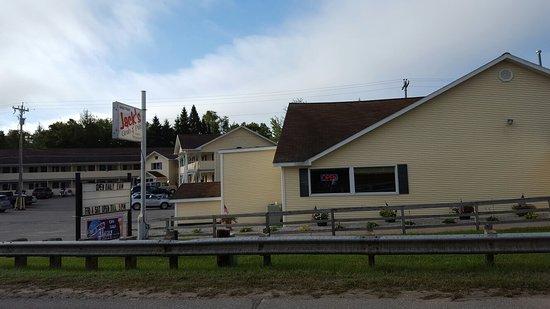 Brimley, MI: Jack's Grub & Pub
