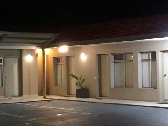 Cessnock Motel: Night View