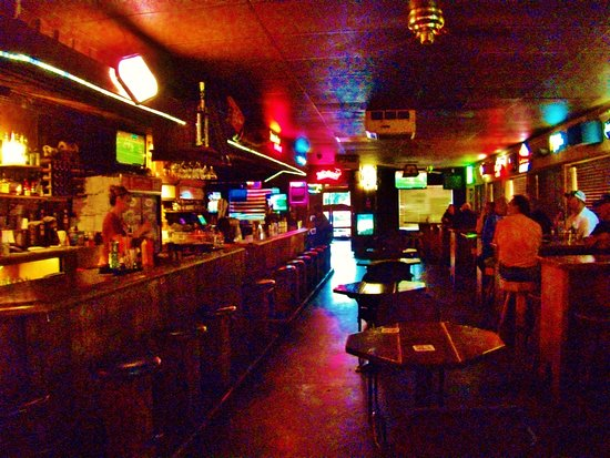 ‪‪Fairview‬, ‪Oregon‬: The bar looking out toward the saloon doors‬