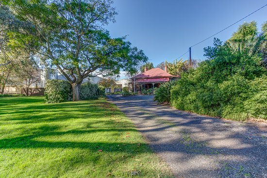 Lawn Area, Tanunda Cottages