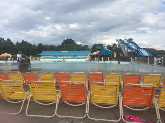 Dorney Park & Wildwater Kingdom : Wave pool closed annoyed many people on Sept 1