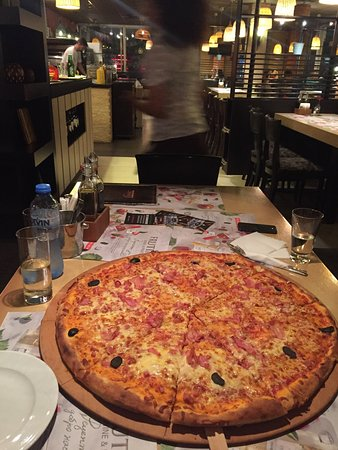 Classic: Family pizza ....so delicious!!!!