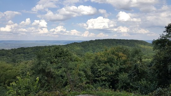 Monte Sano State Park: One of several spots overlooking the valleys.