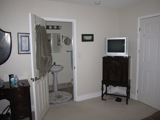 Lakeshore Bed and Breakfast Image