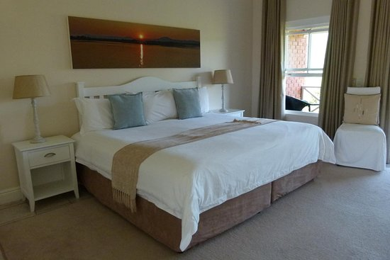 Redbourne Country Lodge: King/ Twin Room