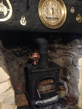 The Cridford Inn: Fireplace