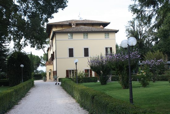 San Martino in Campo, Italien: Park und Hotel