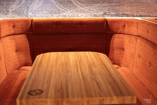 Twizel, New Zealand: comfy booths or a crowded bar
