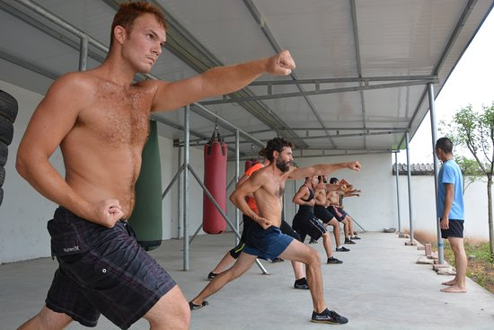 Xinyi, Κίνα: Sanda (Chinese kickboxing) class
