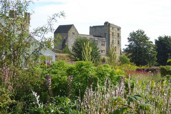 Хелмсли, UK: Castle in background.