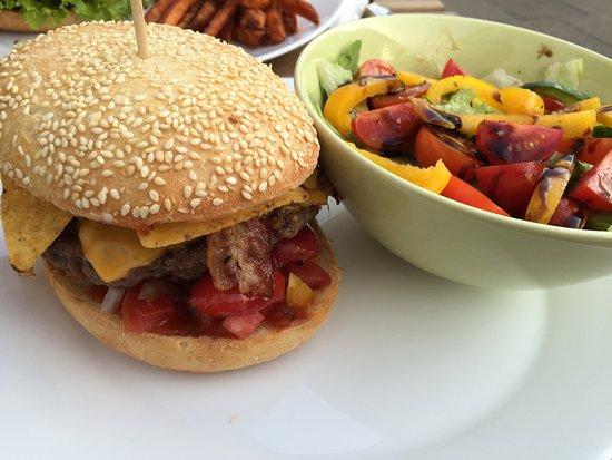 burger salat s kartoffel pommes picture of burger lobster village hamburg tripadvisor. Black Bedroom Furniture Sets. Home Design Ideas