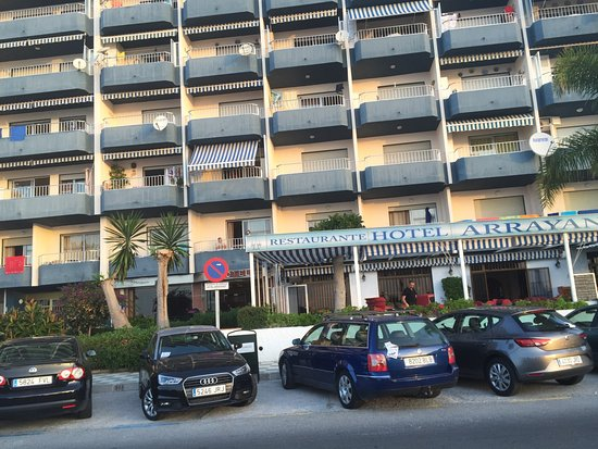 Hotel Arrayanes Playa: Front entrance and restaurant
