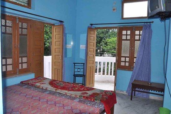 Aravali Hotel & Restaurant : Super Deluxe AC Room