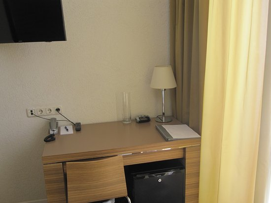 Ulemiste Hotel: scrivania