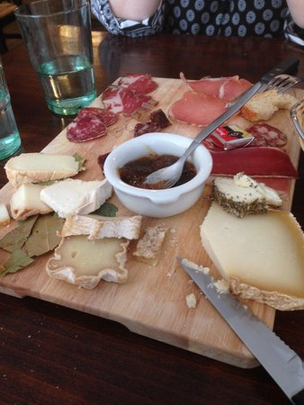 plateau de charcuterie corse et fromage corse picture of bergerie corse avignon tripadvisor. Black Bedroom Furniture Sets. Home Design Ideas