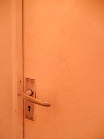 Llanymynech, UK: Vieze, vette deur