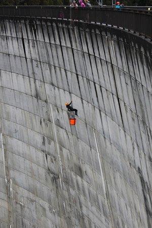 เกลนอร์ชี, ออสเตรเลีย: Abseiling Gordon Dam