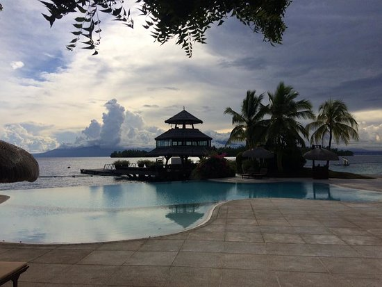 Pearl Farm Beach Resort: Infinity pool