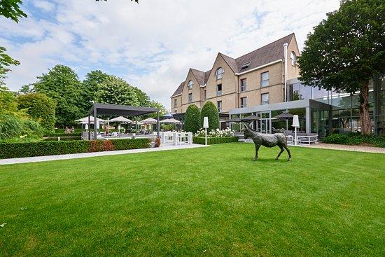Hotel Ariane: garden view - tuinzicht