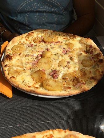 Restaurant le grizzly dans gerardmer avec cuisine p tes e for Le garage a pizza gerardmer