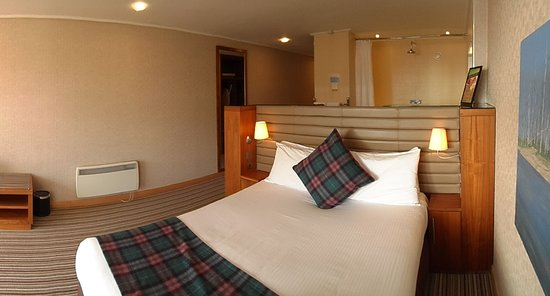 Lodge on Loch Lomond: The lovely Munro room I stayed in.