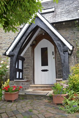 Bucknell, UK: Porch & Entrance