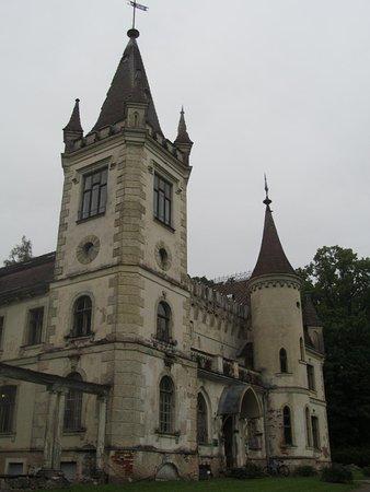Stameriena, Látvia: В 1883 совладельцами имения стали сыновья Э. Г. фон Вольфа Борис и Павел. В 1905 дворец был разг