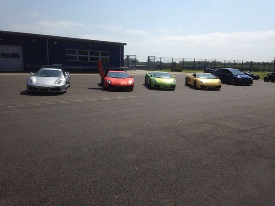 Rockingham Motor Speedway: The Cars lined up