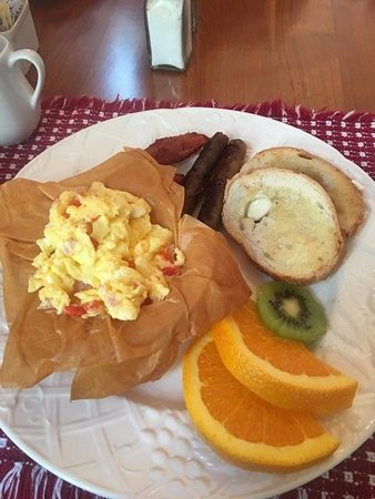 The Whitney House Inn: Example of wonderful breakfast