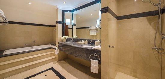 JW Marriott Bucharest Grand Hotel: Presidential Suite Bathroom