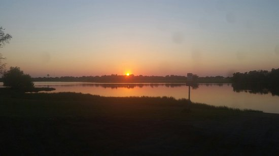 Madisonville, TX: Beautiful sunset over Lake Madison