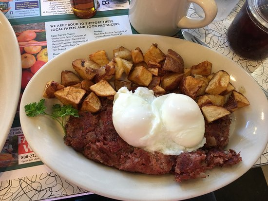 Hanover, Nueva Hampshire: Another amazing breakfast. The freshly made corned beef hash is beyond great! The Belgian waffle