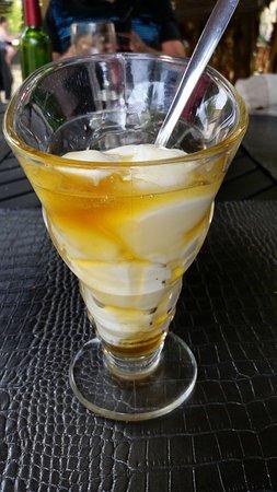Montesquieu-Volvestre, Γαλλία: Fromage blanc au miel