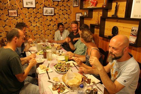 Hostel Albania: 希望者で夕食会