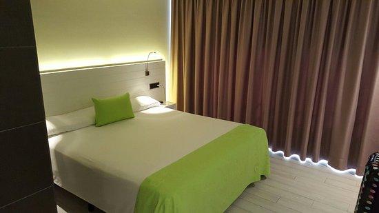 Hotel Spa La Terrassa : Bon hôtel, situé en ville a côté des bars, restaurants et a 100 mètres de la plage