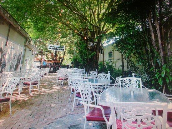 Jensen Beach, FL: The most beautiful patio on the Treasure Coast
