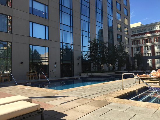 Four Seasons Hotel Denver: Rooftop pool!