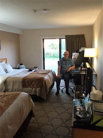 Comfort Inn Magnetic Hill: Our ground floor room
