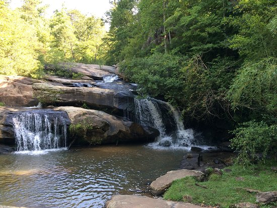Westminster, SC: Beautiful waterfalls. Very shady. Gorgeous.