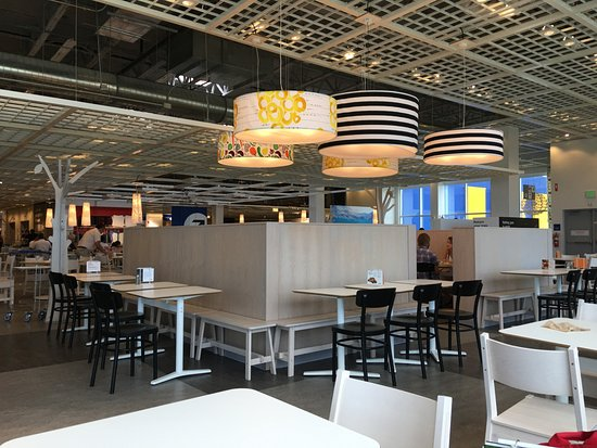 Interior del sal n picture of ikea restaurant miami for Restaurant ikea miami