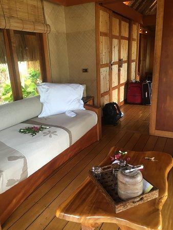 Le Taha'a Island Resort & Spa: Lovely interior of the beach villa