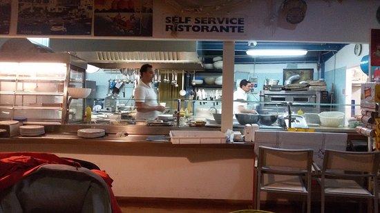 Ristorante tartan ristorante pizzeria in foggia con cucina for Arredo service sas foggia