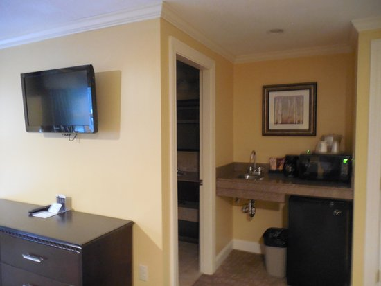 Golden Apple Inn: nice kitchenette area