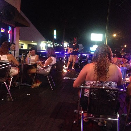 Music & dining outside😃