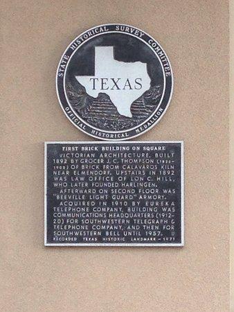Beeville, TX: Praeger Building